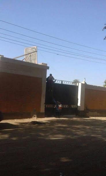 سوهاج/ نقص المدرسين بمدرسة «25 يناير» يتسبب في تسرب الطلاب من التعليم(صور)