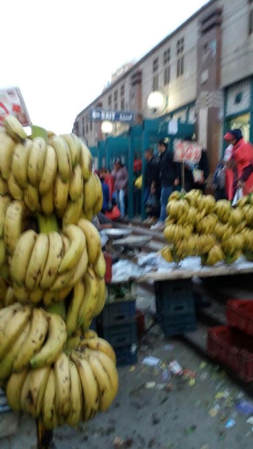 سكان «عزبة النخل» يشكون إغلاق الباعة الجائلين والتوك توك محيط المترو