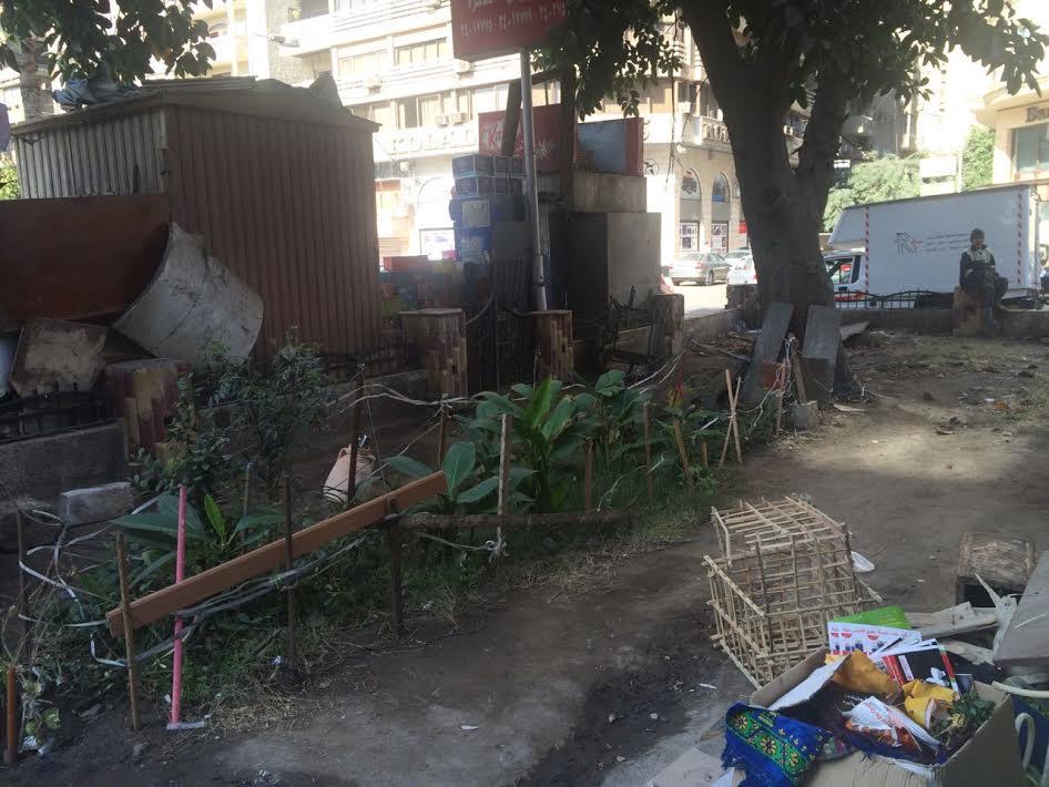 حديقة «إمام خضير» بالدقي تتحول لمقلب قمامة (صور)