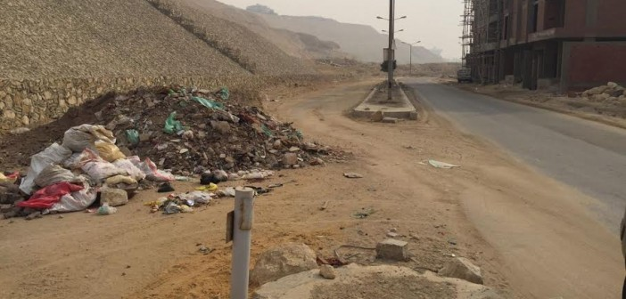سكان «هضة المقطم» يشكون إهمال الحي: القمامة  مُنتشرة والطرق مُظلمه (صور)