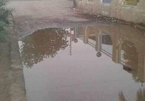 أسوانl طفح الصرف يحاصر مدرسة ووحدة صحية في قرية «العطواني» (صور)