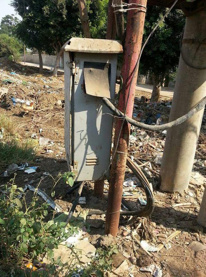 أهالي «عزبة عتمان» يطالبون بترميم محولات الكهرباء: المياه الجوفية تحاصرها (صور)