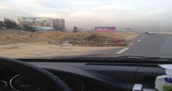تراكم مخلفات البناء عَ الدائري من أكاديمية الشرطة حتى مخرج العين السخنة (صور)