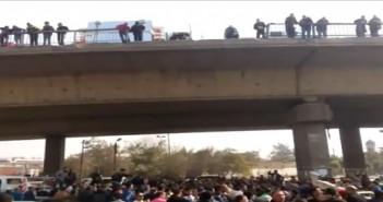 فيديو.. سقوط سيارة من أعلى كوبري الهايكستب.. وشاهد عيان: عيوب تُكرر الحوادث عليه