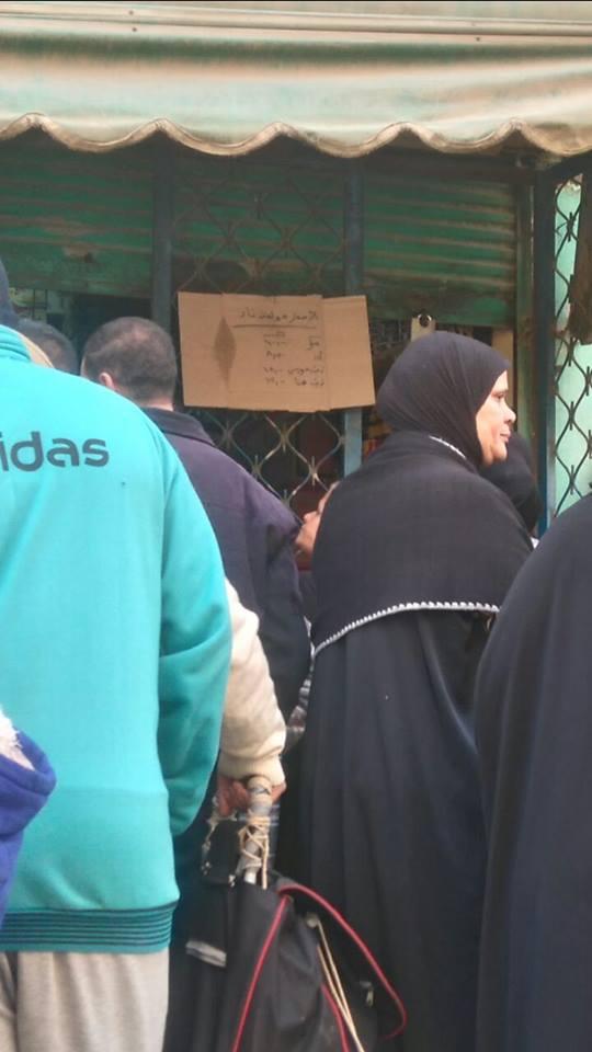 نقص مقررات التموين بشبرا الخيمة.. وخفض حصة المواطنين من الزيت (صور)