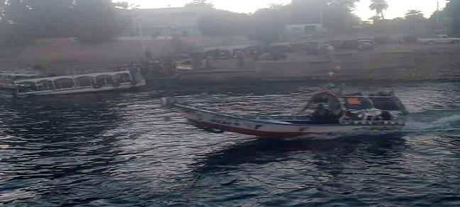 قرى غرب النيل بأسوان تطالب بمعديات حكومية بسبب تعرض حياتهم للخطر (صور)