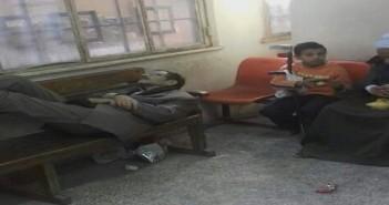 بالصور.. إغماءات بين أصحاب المعاشات لطول انتظارهم في زحام بنك ناصر سوهاج