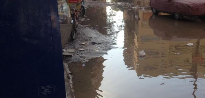 بالصور.. غرق شوارع في «التعاون» بالهرم وسط انتقادات لتجاهل الأزمة