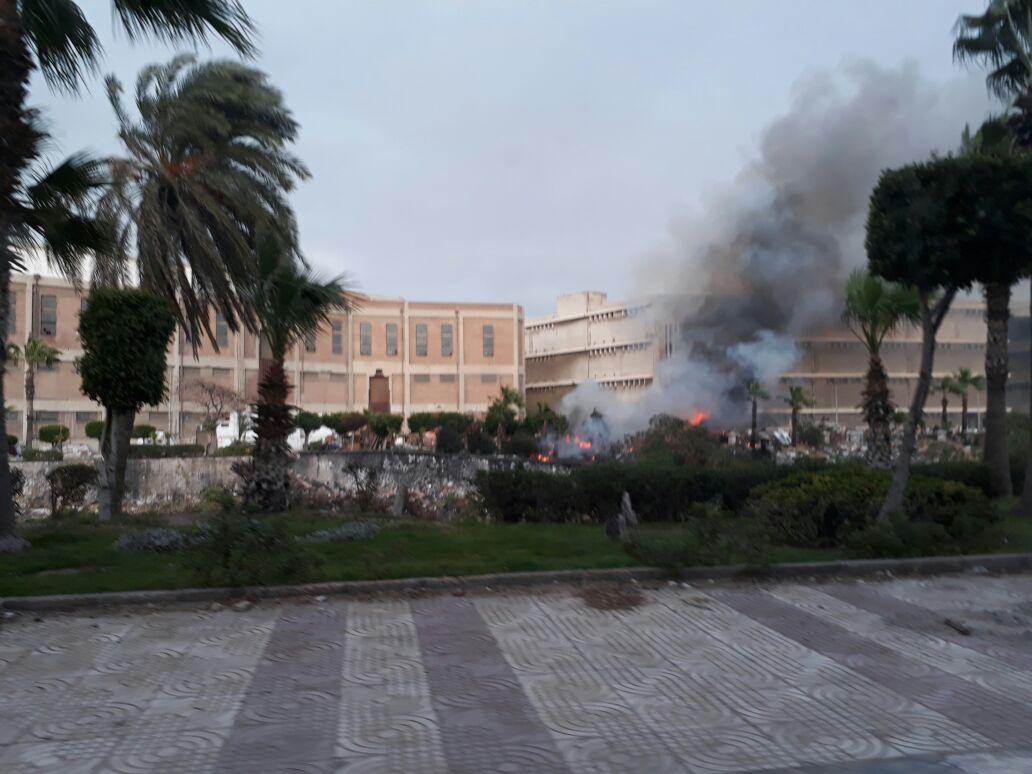 حريق محدود بسوق الجمعة بالإسكندرية (صور)