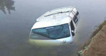 مطالب برصف وإنارة طريق «طوخ الأقلام» بعد مصرع 10 في انقلاب سيارة (صور)