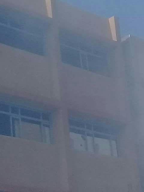 بالصور.. حريق في مدرسة إحدى قرى إسنا بالأقصر.. و3 سيارات إطفاء تحاول إخماده