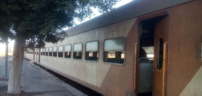 قطارات «المناشي».. تخدم 5 محافظات دون «شبابيك» تحمي ركابها من البرد (صور)