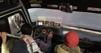سائق أتوبيس نقل عام يشاهد «يوتيوب» خلال القيادة (صور)