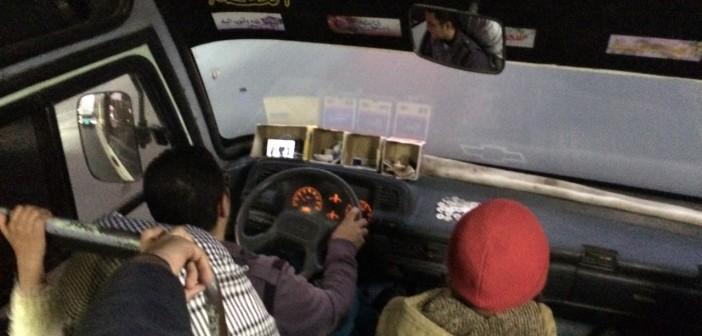 سائق أتوبيس يشاهد مقاطع الفيديو على هاتفه خلال القيادة (صور)