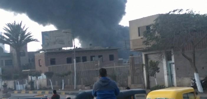 🔥 بالصور والفيديو.. لحظة اندلاع حريق في شركة للأدوات الصحية بقليوب