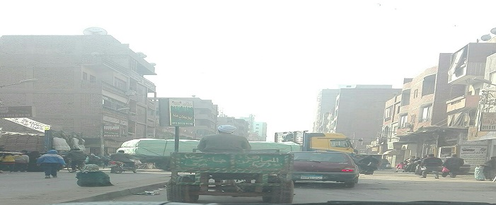 المنيا.. استياء من حركة سيارات النقل داخل ملوي (صور)