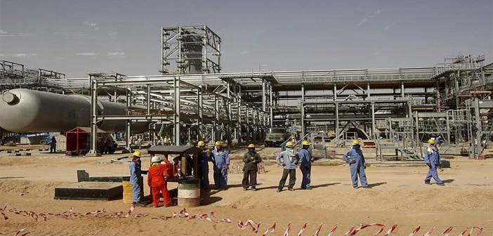 عمال «المياومة» في «التعاون» البترولية يطالبون بالتعيين(صور)