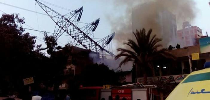 بالصور.. سقوط برج لكهرباء الضغط العالي وسط منطقة سكنية بجسر السويس