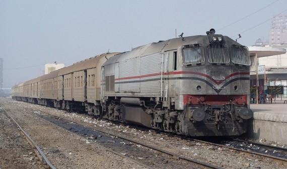 تأخر قطار المنصورة – القاهرة يثير غضب ركابه