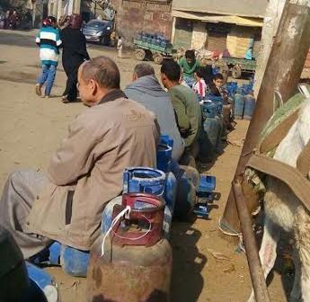 أهالي سنديون: الأنابيب تُباع في السوق السوداء ونواجه صعوبة في الحصول عليها (صور)