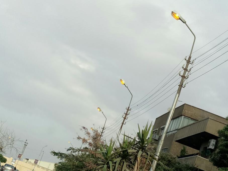 إضاءة أعمدة الإنارة نهاراً بمصر الجديدة (صور)