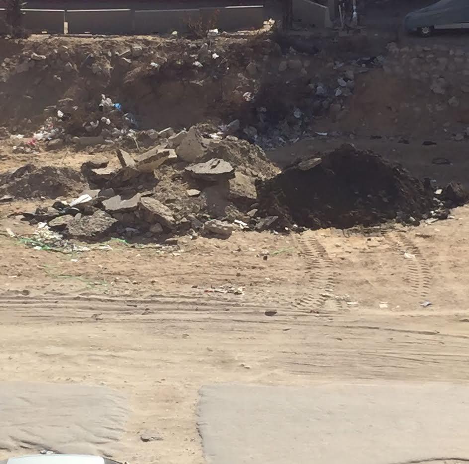 سكان «زهراء المعادي» يطالبون برصف الطريق الرئيسي بعد تكسيره لإدخال مشروع الصرف الصحي(صور)