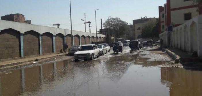 غرق شارع «المحطة» بأسوان في مياه الصرف الصحي (صور)