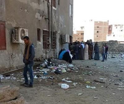 قمامة أمام سجل مدني مغاغة.. ومطالب للمواطنين بكراسي و«تندة» (صور)