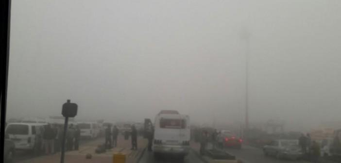 بالصور والفيديو.. لحظة غلق طريق القاهرة – الإسكندرية الصحراوي بسبب الشبورة المائية