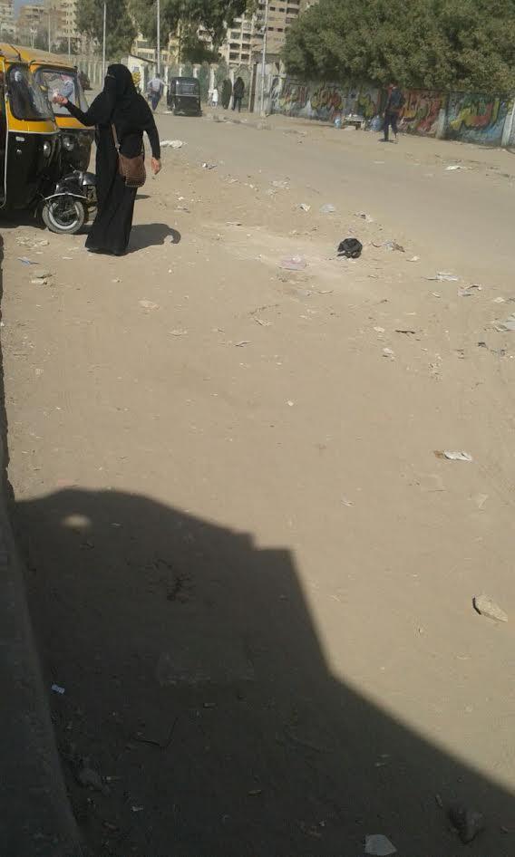 سكان بجسر السويس يطالبون برصف طريق «الأربعين» (صور)