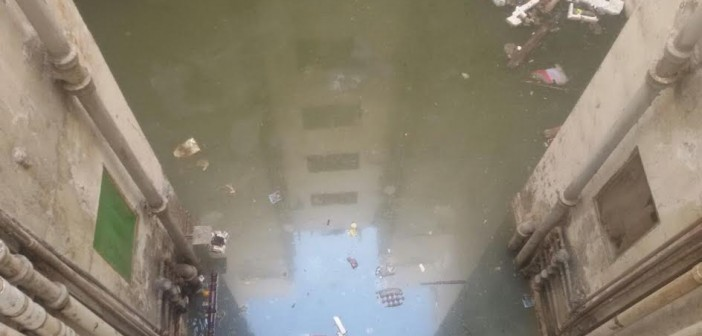 مياه الصرف تحاصر سكان منطقة «السيدة خديجة» في بورسعيد (صور)