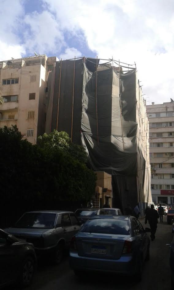 «عمارة الأشباح» بالإسكندرية تنفض غبار الشائعات عنها: بدأت تترمم (صور)