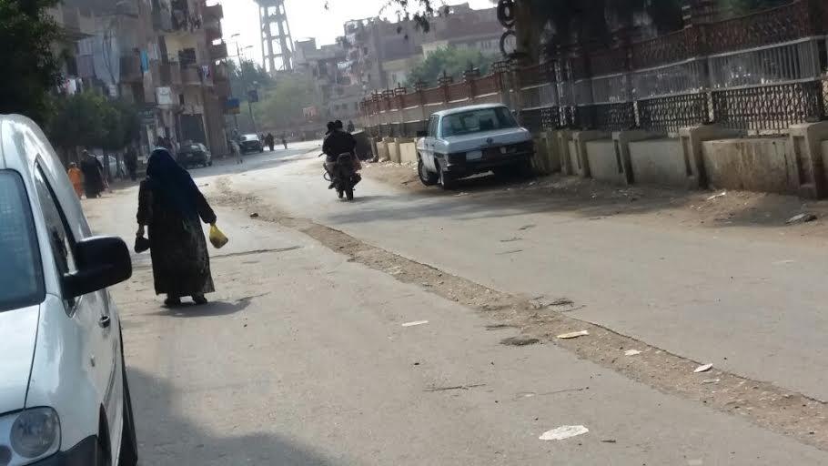 سكان «تلا» يشكون سوء مستوى الطرق ومطالب بإعادة رصفها (صور)