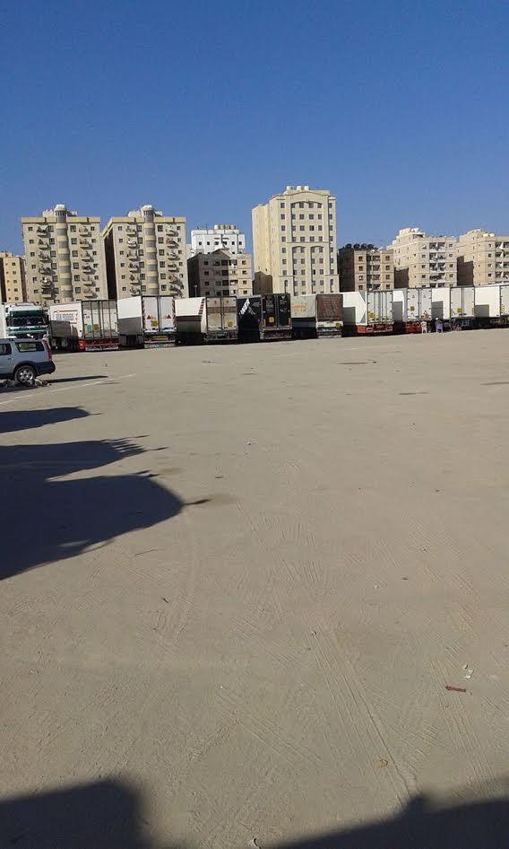 غضب بين لسائقي الشاحنات المصريين في الكويت بسبب منع دخولها لمصر فارغة : بيوتنا اتخربت (صور)