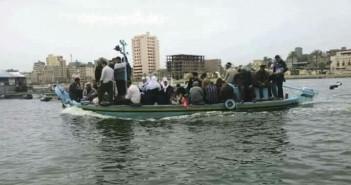 قبل الكارثة.. مراكب الموت وسيلة التنقل الوحيدة بـ«الجزيرة الخضراء» (صورة)