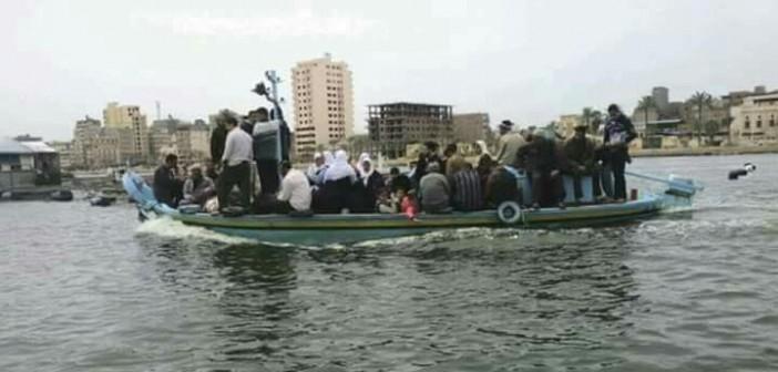 قبل الكارثة.. «مراكب الموت» وسيلة التنقل الوحيدة بـ«الجزيرة الخضراء» (صورة)