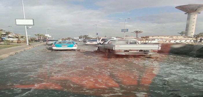 ⛈ بالصور والفيديو.. غرق شوارع دمياط الجديدة في مياه الأمطار