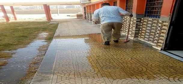 مرضى يشكون طفح الصرف بوحدة الغسيل الكلوي بالرديسية في أسوان (صور)
