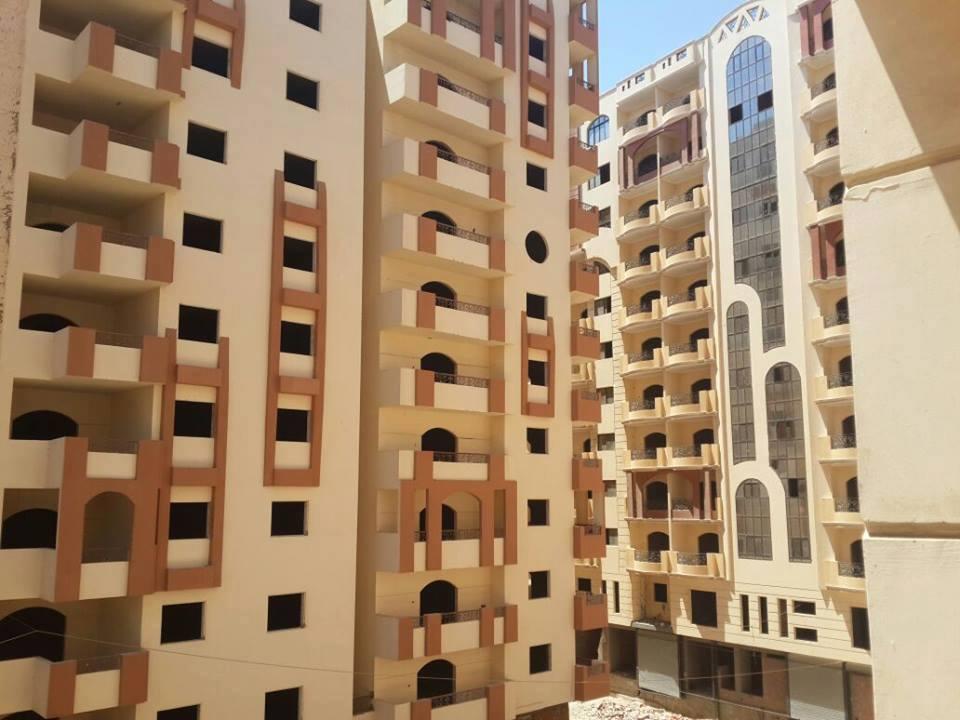 بالصور.. 18 برجًا سكنيًا وإداريًا بسوهاج دون كهرباء منذ 2007