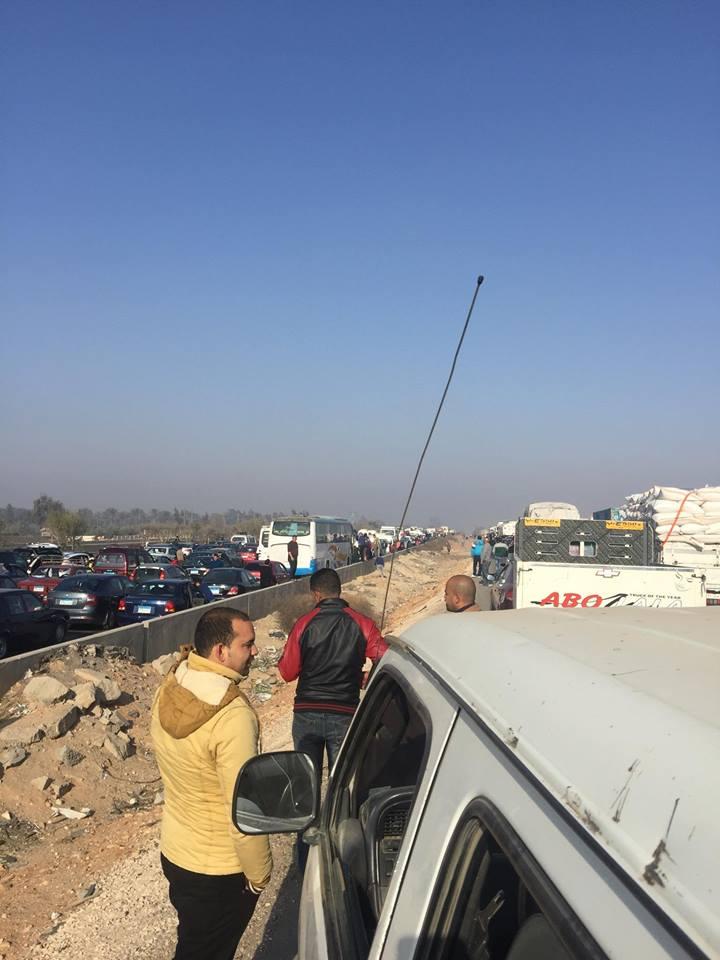 شلل مروري على طريق مصر - الإسكندرية الصحراوي (صور)