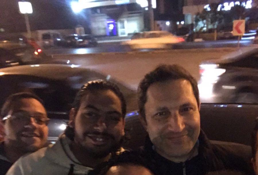 بالصور.. ظهور علاء مبارك بين المحتفلين بفوز المنتخب قرب قصر الاتحادية