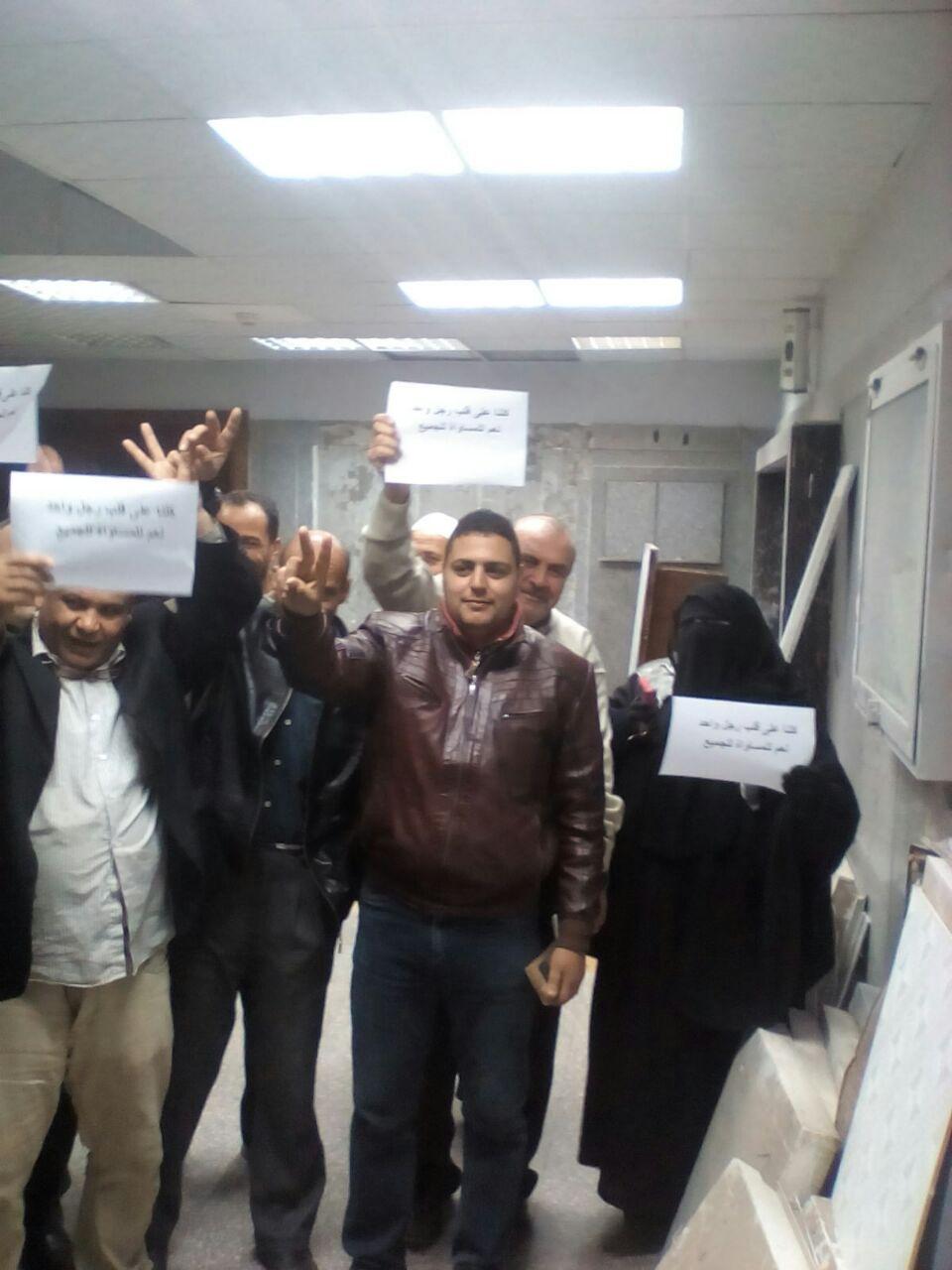 صور | وقفات احتجاجية للعاملين في التأمين الصحي للمطالبة بكادر المهن الطبية: «أين المساواة؟»
