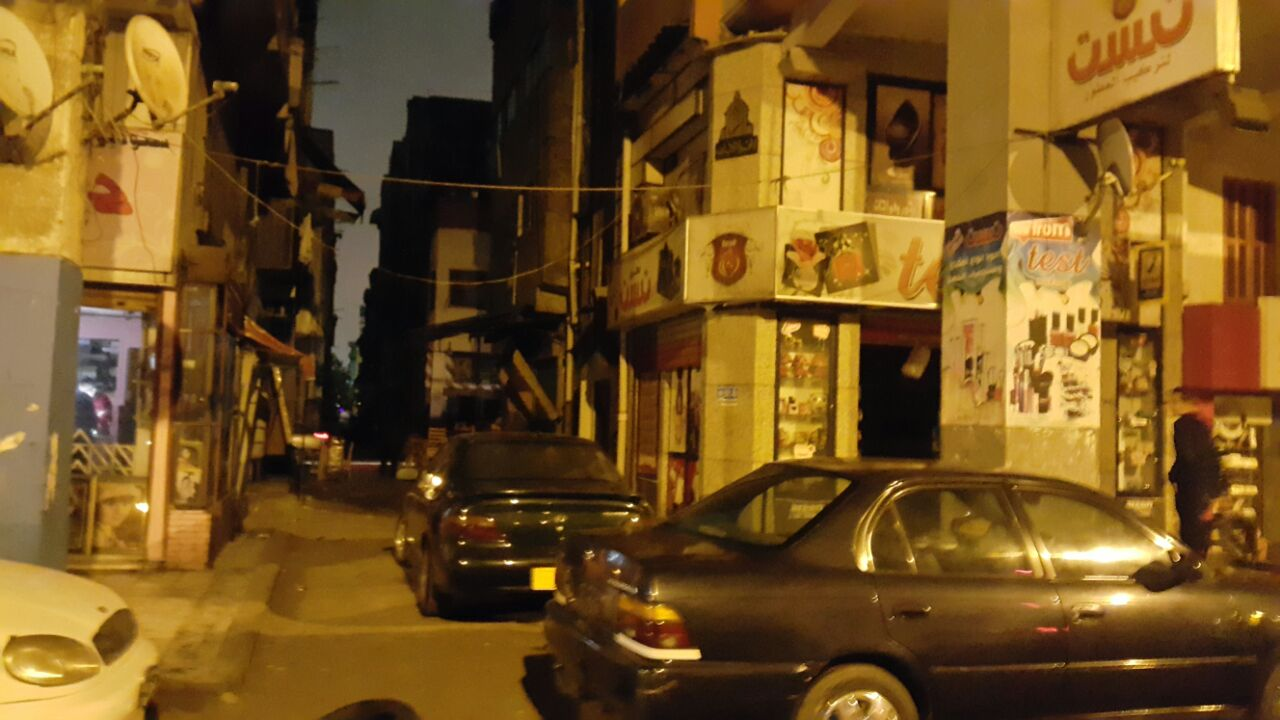بالصور.. بورسعيد تواصل إطفاء أنوار شوارعها.. والشرطة تفرق محتجين على حكم «المذبحة»