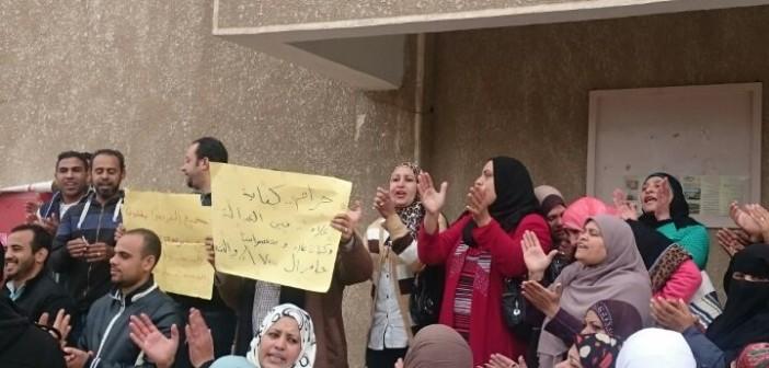 بالصور.. احتجاجات بمستشفى الصحة النفسية بحلوان لعدم صرف كادر التمريض