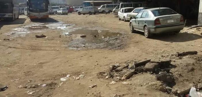 حفر وبرك للمياه في محطة أتوبيسات دمياط (صورة)