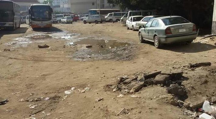 حفر وبرك مياه في محطة أتوبيسات دمياط (صورة)