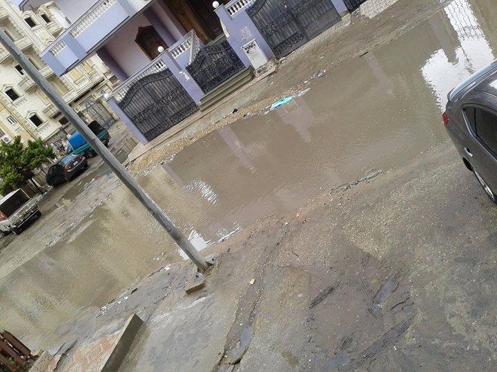 بالصور.. غرق شوارع دمياط الجديدة في مياه الأمطار.. وفشل شبكة الصرف في استيعابها