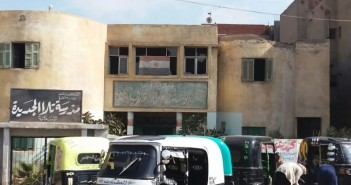 أهالي «تلا» يطالبون بترميم المدرسة الإبتدائية (صور)