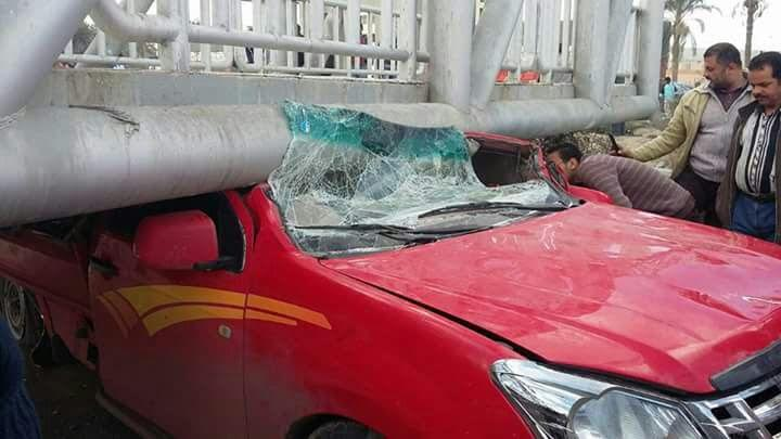 بالصور.. انهيار كوبرى مشاة ميرغم على طريق مصر - الإسكندرية
