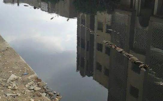 «فم الصعيدي» تعيش على بحيرة من الصرف الصحي